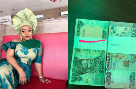 Man gave his number with mint N200 notes to a Lady at an event
