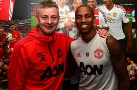 Ashley young rejects man United settlement extension offer
